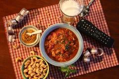 超级杯星期天食物包括碗辣椒 图库摄影
