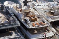 超级游艇在摩纳哥 免版税图库摄影
