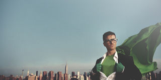 超级英雄商人都市风景领导概念 库存图片