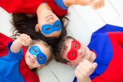 超级英雄家庭 免版税库存照片