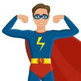 超级英雄服装的男孩 免版税库存照片
