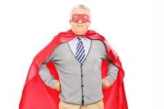 超级英雄服装的老人 免版税库存图片