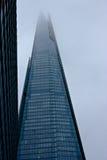 超级高摩天大楼在有雾的伦敦 库存照片