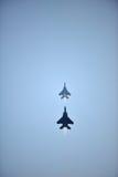 超越回旋的RSAF F-15SG在NDP期间2012年 免版税库存图片