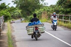 超载在路的摩托车速度 免版税图库摄影