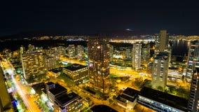 超长的曝光交通轻轨高定义时间间隔在市温哥华BC加拿大在蓝色小时4096x2304 股票录像