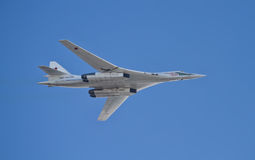 超音速战略轰炸机图-160在游行的Pavel Taran  图库摄影