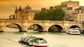 超HD 4k,实时,新桥桥梁在巴黎 股票视频