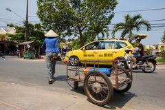 越南供营商生活在会安市 库存照片