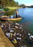 越南卫生工作者,垃圾,水,污染 免版税库存图片