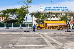越南岘港国际机场罐车 免版税图库摄影