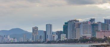 越南度假胜地芽庄市海滩场面 免版税库存照片