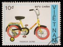 越南打印的邮票显示自行车Rabasa Derbi 库存图片