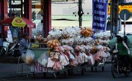 越南摊贩在Cho Lon市场上, 库存图片