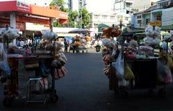 越南摊贩在Cho Lon市场上, 库存照片