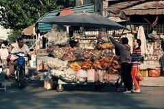 越南摊贩在Cho Lon市场上, 图库摄影