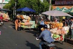 越南摊贩在Cho Lon市场上, 免版税库存照片