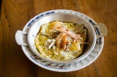 越南煎蛋卷或印度支那泛油煎了与顶部ser的鸡蛋 图库摄影
