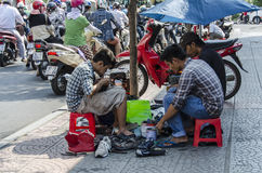 越南街道制鞋商 免版税库存图片