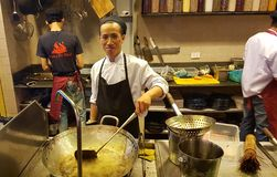 越南街道厨师工作 免版税图库摄影