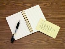 越南语;学会在笔记本的新的语言文字词 免版税库存照片