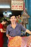 越南销售的干虾在一个传统湿市场上 库存照片