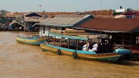 越南难民浮动村庄Tonle Sap湖的在暹粒,柬埔寨 影视素材