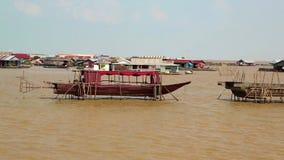 越南难民浮动村庄Tonle Sap湖的在暹粒,柬埔寨 股票视频