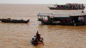 越南难民浮动村庄Tonle Sap湖的在暹粒,柬埔寨 股票录像
