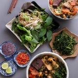 越南食物、小圆面包rieu和canh小圆面包 免版税图库摄影