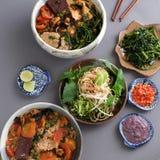 越南食物、小圆面包rieu和canh小圆面包 库存图片