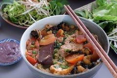 越南食物、小圆面包rieu和canh小圆面包 库存照片