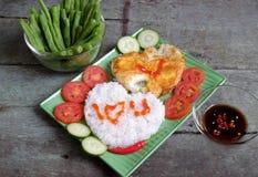 越南食物,煮熟的米,煎蛋卷,情人节 图库摄影