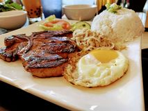 越南食物-猪肉,米,鸡蛋,素食者 免版税图库摄影