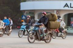 越南,人乘坐摩托车 库存图片