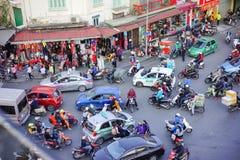 越南,河内-一个繁忙的交叉点在河内区 免版税图库摄影