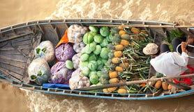 越南,湄公河三角洲,传统浮动市场 库存照片