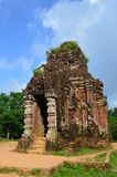 越南-我的儿子-在我的儿子圣所的小寺庙可汗越南世界遗产名录废墟  免版税库存图片