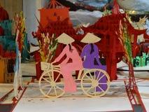 越南` s传统纪念品在河内` s老处所的商店被卖 免版税库存照片
