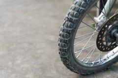 越野摩托车轮胎。 库存图片