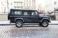 越野车吉普4 x4,在街道的路华汽车 旅行照片 免版税库存照片
