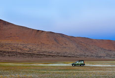 越野车辆驾驶在印地安喜马拉雅山 库存照片