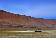 越野车辆驾驶在印地安喜马拉雅山 免版税库存照片