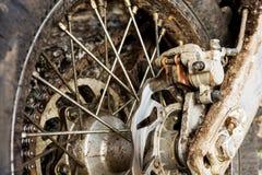 越野enduro摩托车特写镜头圆盘后闸  免版税库存图片