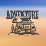 越野suv汽车黑白照片标签、象征、徽章或者商标在被弄脏的背景 roading旅行 免版税库存图片