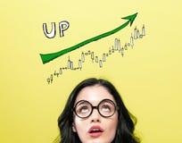趋向图的市场与年轻女人 免版税库存照片