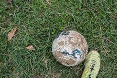 足球和鞋子 免版税库存图片