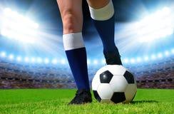 足球和结算足球运动员 库存图片