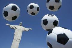 足球在Corcovado里约热内卢的橄榄球浮游物 免版税库存图片