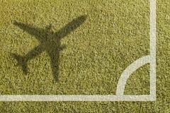 足球场的角落与飞机的 免版税库存照片